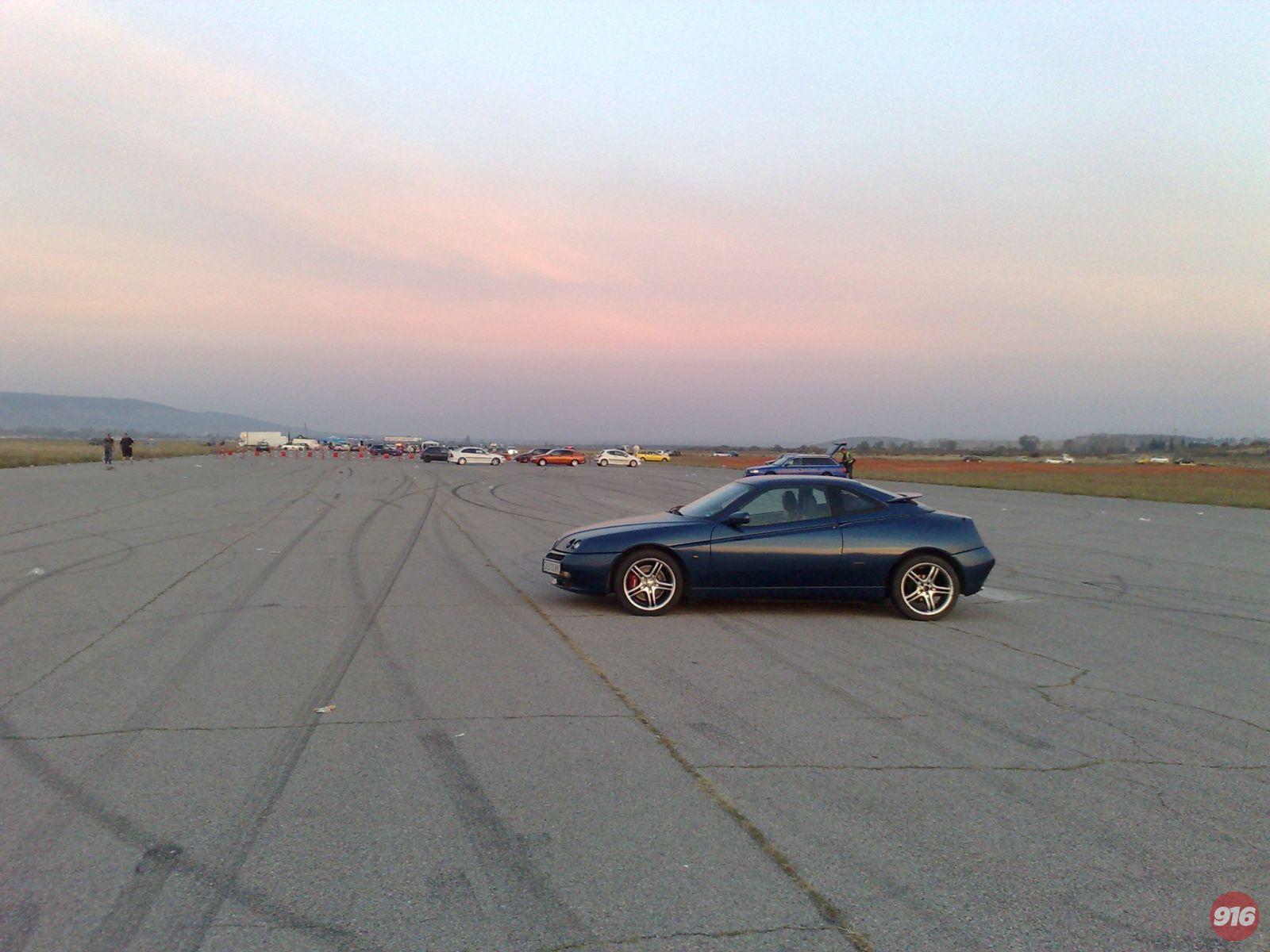 Alfa Romeo GTV V6 TB at Бършен airport in Sliven